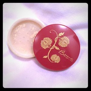 Besame translucent powder